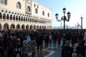 turisti-carnevale-venezia