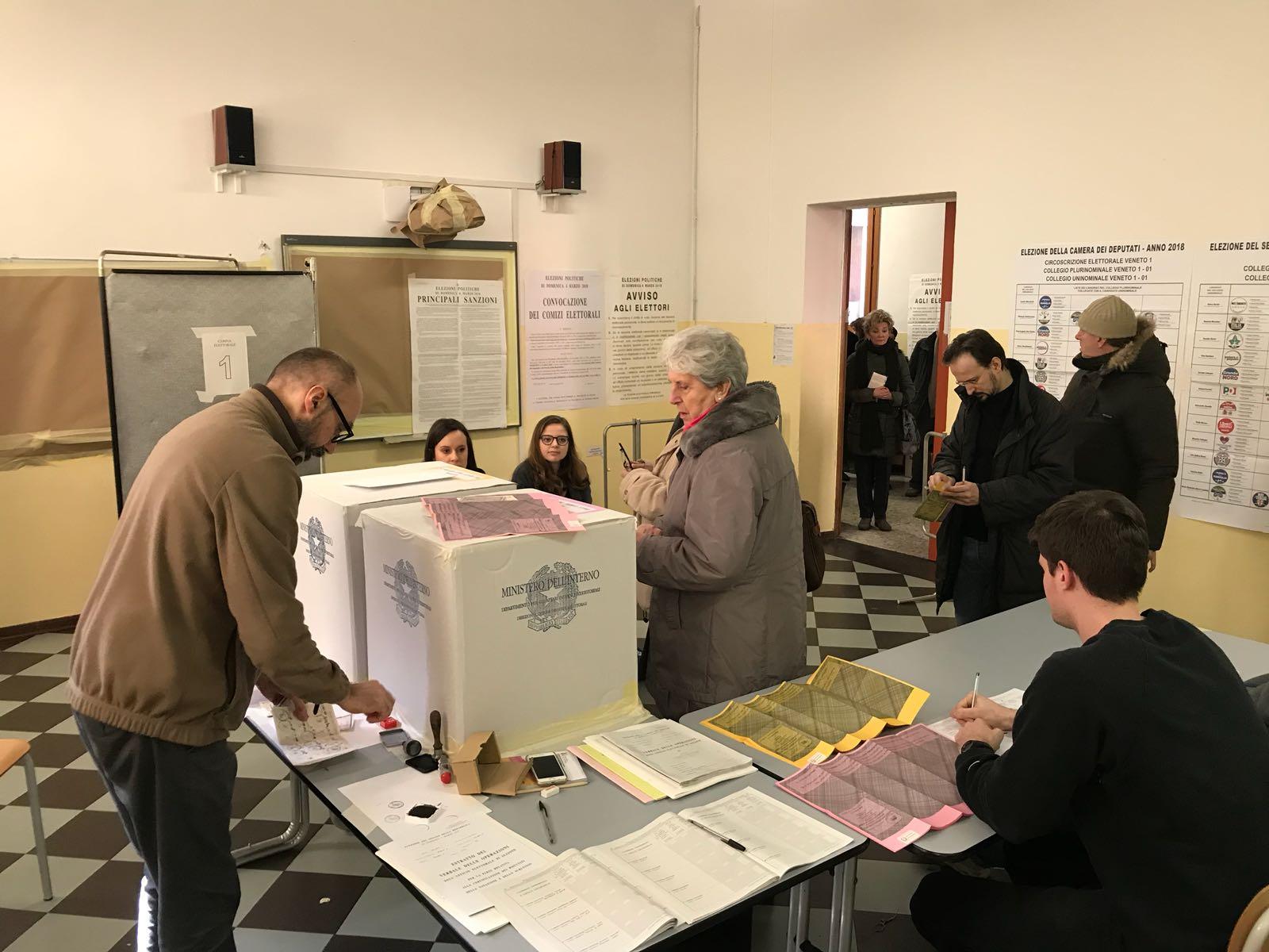 Ufficio Lavoro Mestre : Votazioni a mestre: tanta coda e qualche problema il sestante news