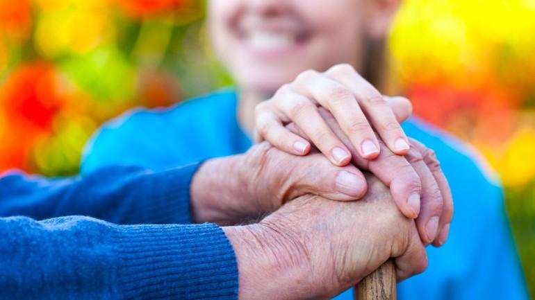La solitudine e la depressione tra gli anziani è un problema sempre maggiore nella società